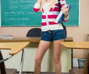 Blonde college teenage Halle Von strips nude to show her..