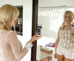 Lovely teenage ash-blonde Tasha Reign is making some self..