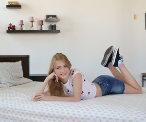 Sweet teen Hannah Hays ends a POV pound on her bed with a..