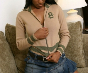 Fabulous amateur teenage Krystal demonstrates her Ebony..
