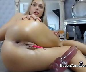 Camgirl Enjoys to play on Girls4cock.com/siswet19