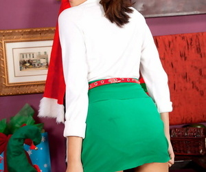 Cockblowers teen Kristina Bell glides off Xmas themed..