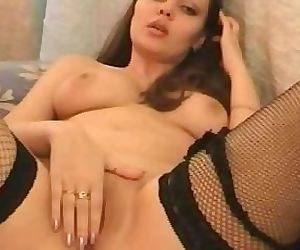 Natural brunette beauty puts on a hot show