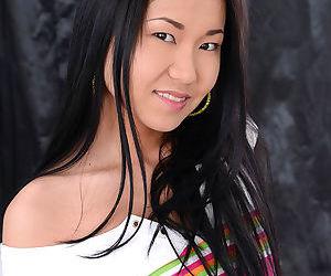Brunette japanese hottie Sayuri..