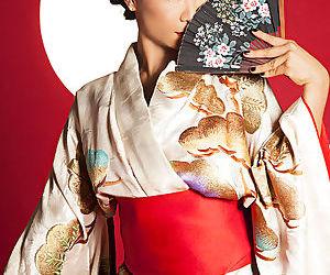 Exquisite Asian babe Hiromi..