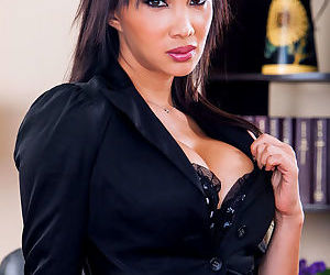 Kinky Asian ladyboy Yasmin Lee..
