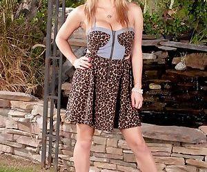 Gorgeous Asian blonde babe Mia..