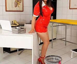 Asian MILF in latex outfit Tigerr..