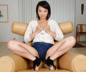 Amateur Asian girl Miko Dai..