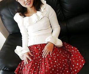 Asian milf Nagiko..