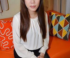 Asian brunette Ayami Nishino..