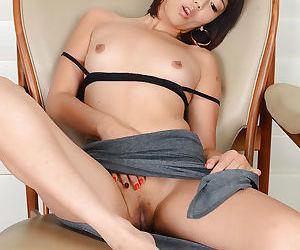 Asian amateur Miko Dai finger..
