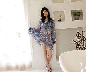 Ravishing asian coed Aino Kishi..