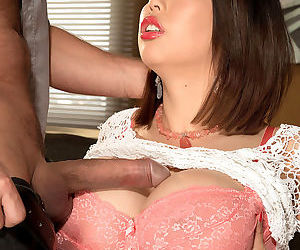 Asian MILF Tigerr Benson lets her..