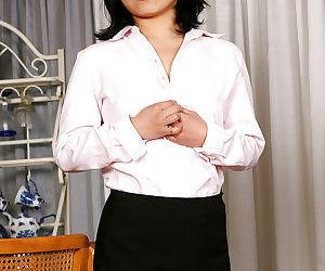 Sexy Asian amateur Mini posing in..