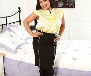 Asian housewife unzips her black..