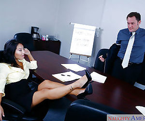 Asian MILF Asa Akira goes wild on..