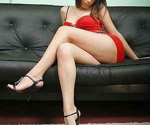 Asian tranny Deborah strikes sexy..