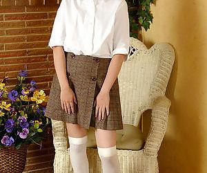Naughty asian girl in nylon knee..