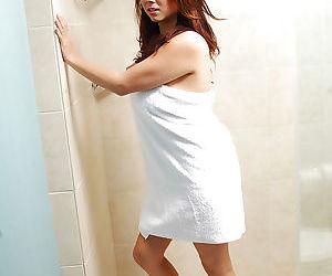 Pretty Asian amateur Mai exposing..