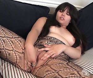 Asian Hermine Toying Her Hairy..