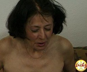 Cougar woman shows her fucking..