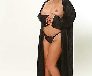 Chunky Asian female Kehlani..