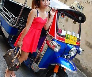 Skinny Asian hottie Nuna gets her..