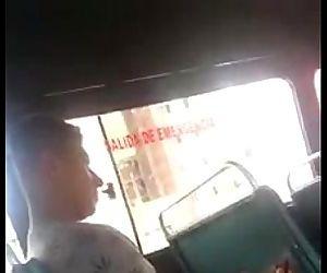 Punhetando no ônibusflagra