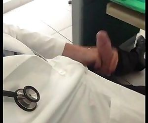Médico Punheta no Consultorio..