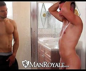 HDManRoyale Boyfriends share a shower before sexHD