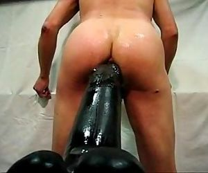 Enorme Gode Dilate un culwww.gaysexyboy.com