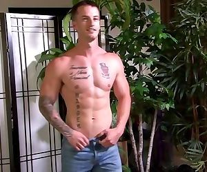 ActiveDuty Military Hunk Quentin Gainz HOT SOLO..