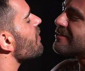 同性恋 熊 撒尿 接吻