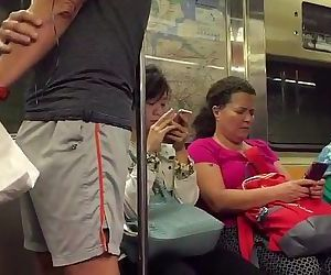 Sem cueca no metro Parte 3/3 De pau duro