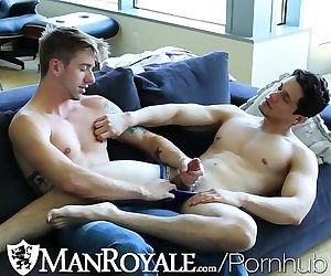 ManRoyale Hot guy comes back home for a good fuck