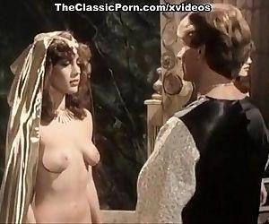 Kristara Barrington, Susan Berlin, Bunny Bleu in vintage sex clip