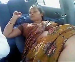 Tamil saare aunty - 2 min