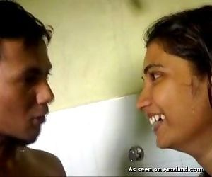 Beautifull Desi girl Blowjob in the shower - cam-sluts.com - 6 min