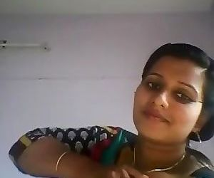 Desi bhabhi show white and big boobs