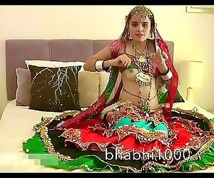 Gujarati Indian College Babe Jasmine Mathur Garba Dance and Showing Bobbs 1 min 35 sec