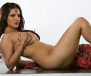 Sunny Leone 4 Full Video at http://sunny-leone-sex-videos.xjona.com