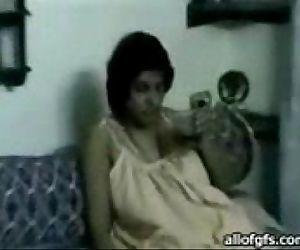 young gaand waali aunty - 5 min