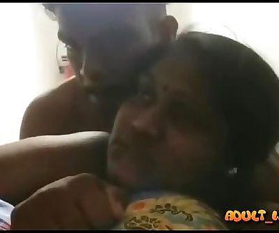 Bangalan mallu aunt having fun with her dever