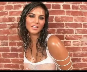 Sunny Leone Super Hot Wet Body with Bollywood Song, Playing with her Boobs