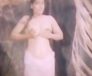 Sexy & Hot South indian B Grade Film Actress Topless Clips