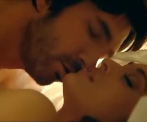 Bollywood Actress Aishwarya Rai Seduction Scene