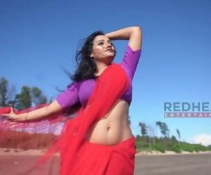 Hot Bengali Woman Show her Curves into Saree-Saree Lover