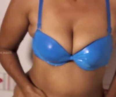 Hot desi shortfilm 123 - Mature aunty boobs kissed in blue bra in shower