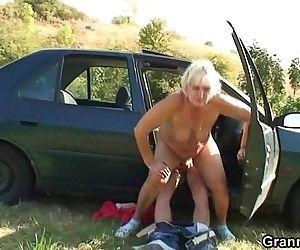Car driver bangs granny whore - 6 min